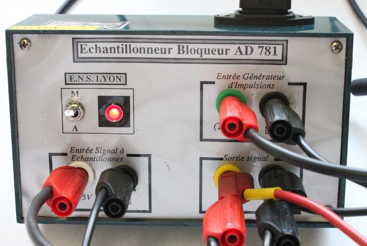 Echantillonneur-bloqueur AD 781